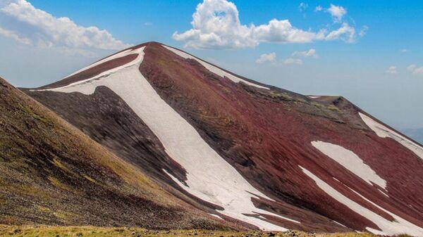Гора Кармир-Катар (Тар) Гегамского хребта - Sputnik Արմենիա