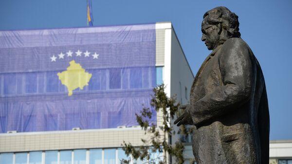 Памятник первому президенту Республики Косово Ибрагиму Ругова в Приштине - Sputnik Армения