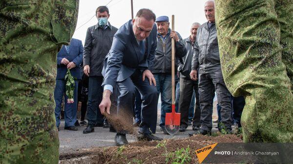Церемония перезахоронения останков участника ВОВ Егиша Ованнисяна (25 октября 2021). Талин, Арагацотн - Sputnik Армения
