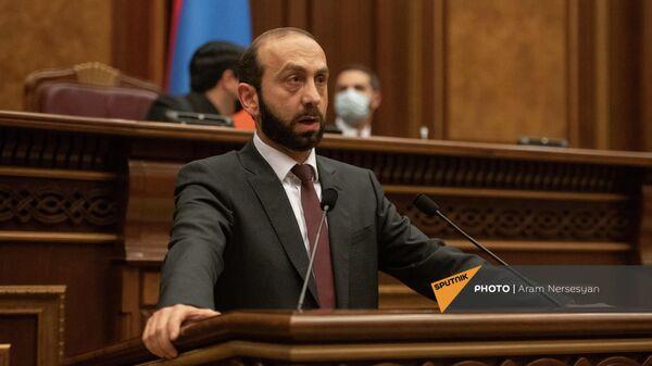 Министр иностранных дел Арарат Мирзоян на очередном заседании Парламента Армении (27 октября 2021). Еревaн - Sputnik Армения