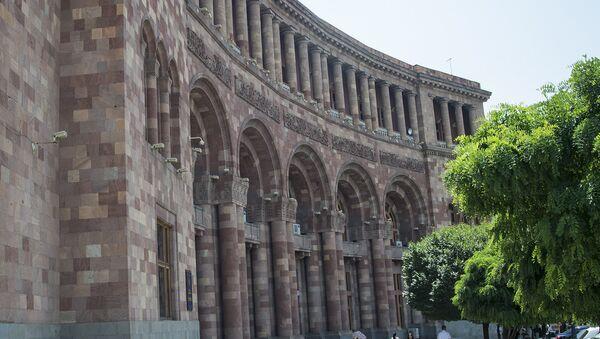 Здание правительства Армении на площади Республики в Ереване  - Sputnik Արմենիա