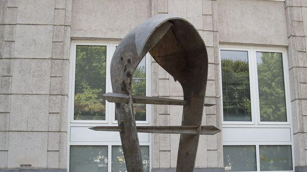 Памятник армянскому драму напротив здания Центробанка - Sputnik Արմենիա