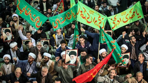 Сторонники правящего режима скандируют в поддержку правительства в Тегеране, Иран. - Sputnik Արմենիա