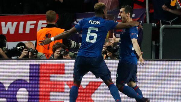 Игроки Манчестер Юнайтед Генрих Мхитарян и Поль Погба празднуют второй гол в финале Лиги Европы (24 мая 2017). - Sputnik Արմենիա