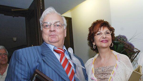 Актер Михаил Державин с супругой Роксаной Бабаян - Sputnik Армения