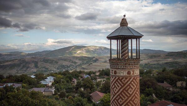 Минарет мечети, пострадавшей в ходе войны, в городе Шуши, Нагорный Карабах. - Sputnik Արմենիա