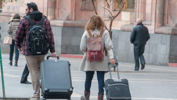 Туристы в Ереване - Sputnik Армения