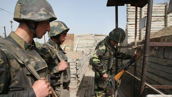 Военнослужащие армии Нагорного Карабаха перед заступлением на боевое дежурство. - Sputnik Армения