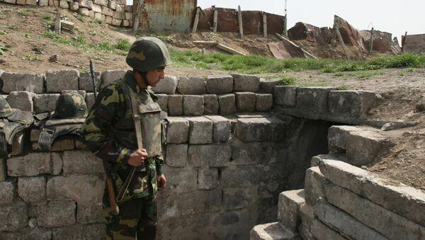 Военнослужащий армии Нагорного Карабаха на боевом посту. - Sputnik Армения