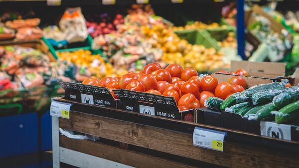 Овощной отдел в супермаркете. - Sputnik Армения