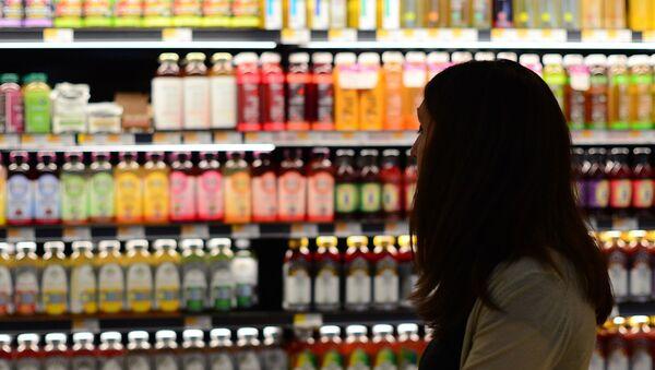 Посетитель в супермаркете. - Sputnik Արմենիա