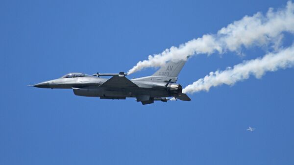 Истребитель General Dynamics F-16 Fighting Falcon - Sputnik Армения