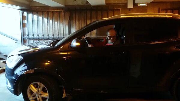 Пенсионер въехал на внедорожнике в подземный переход в Санкт-Петербурге - Sputnik Армения
