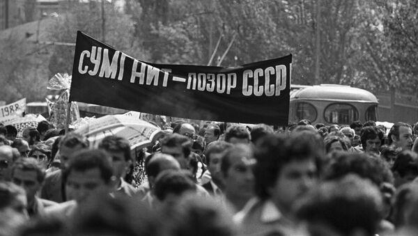 Траурное шествие в Ереване 8 марта 1988 года в память о жертвах Сумгаитского погрома - Sputnik Արմենիա