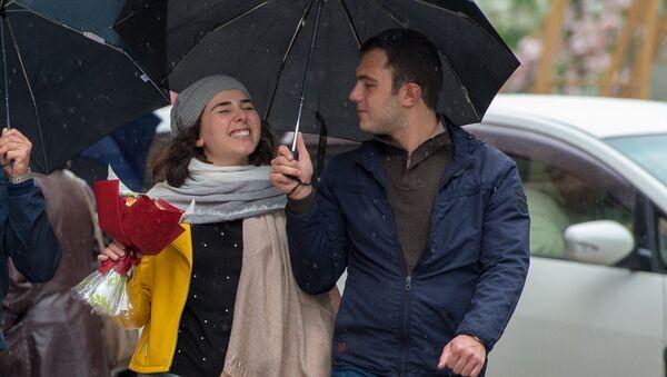 8 Марта на улицах Ереванa - Sputnik Армения