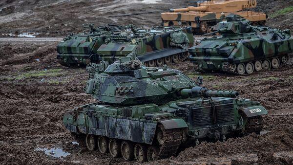 Танки турецкой армии, размещенные вблизи сирийской границы в Хассе, (25 января 2018). Провинция Хатай - Sputnik Армения