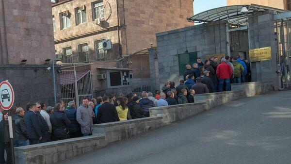 Избиратели перед посольством России в Армении - Sputnik Արմենիա