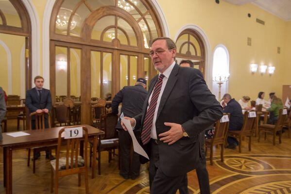 Ընտրական տեղամաս No 8026. Երևան. ՌԴ դեսպանը կատարում է իր քաղաքացիական պարտքը - Sputnik Արմենիա