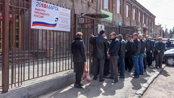 Перед избирательным участком No8031, Гюмри - Sputnik Արմենիա