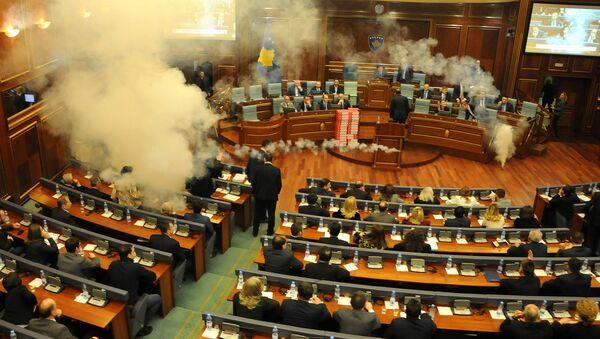 Оппозиционные депутаты распылили слезоточивый газ на заседании парламента Косово - Sputnik Արմենիա