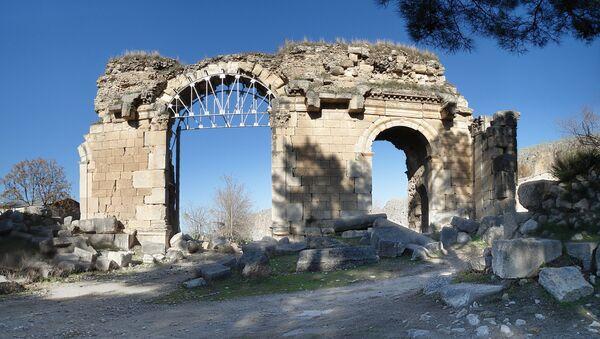 Развалины южных ворот столицы Рубенидов г.Анарзаба в Киликии - Sputnik Արմենիա