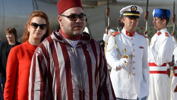 Король Марокко Мухаммед VI и его жена принцесса Лалла Сальма на проводах короля Испании Фелипе VI и королевы Испании Летиции (15 июля 2014). Рабат, Марокко - Sputnik Արմենիա