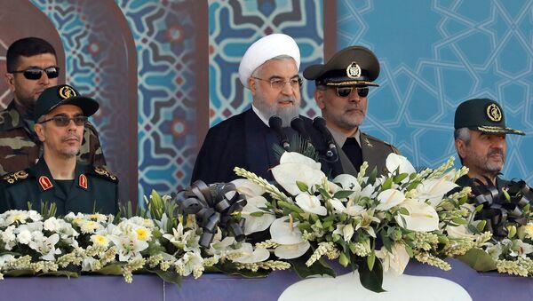 Президент Ирана Хасан Рухани на ежегодном военном параде (22 сентября 2017). Тегеран, Иран - Sputnik Армения
