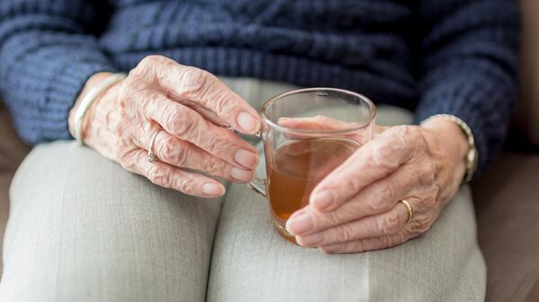 Руки пожилой женщины - Sputnik Արմենիա