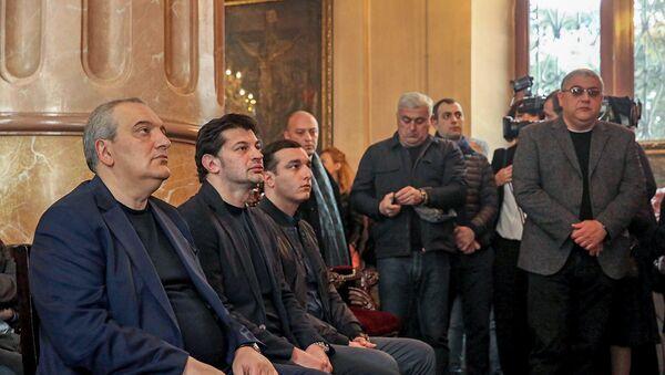 Мэр Тбилиси Кахи Каладзе посетил пасхальную литургию Армянской Апостольской церкви (1 апреля 2018). Тбилиси, Грузия - Sputnik Արմենիա