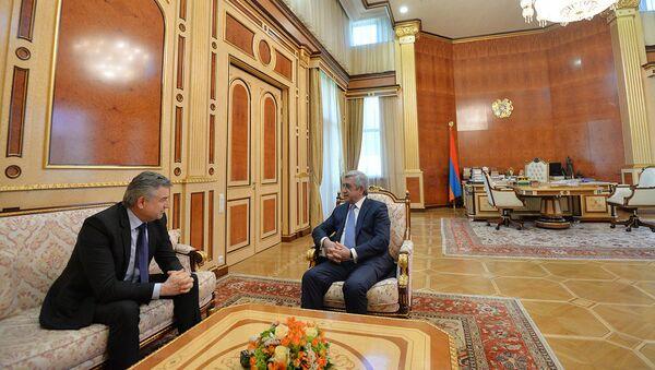 Президент РА Серж Саргсян принял премьер-министра Карена Карапетяна (7 апреля 2018). Ереван - Sputnik Արմենիա