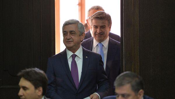Президент и премьер министр Армении Серж Саргсян и Карен Карапетян - Sputnik Армения