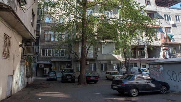 П-образный двор на перекрестке проспекта Маштоца и улицы Пушкина, Ереван - Sputnik Армения