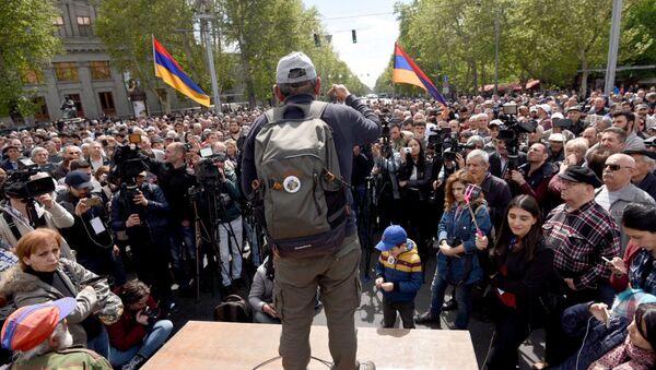 Лидер оппозиционной фракции Елк Никол Пашинян на акции протеста Мой Шаг (14 апреля 2018). Площадь Франции, Ереван - Sputnik Արմենիա