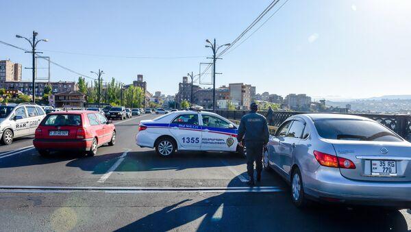 Ситуация на мосту Киевян (16 апреля 2018). Ереван - Sputnik Армения