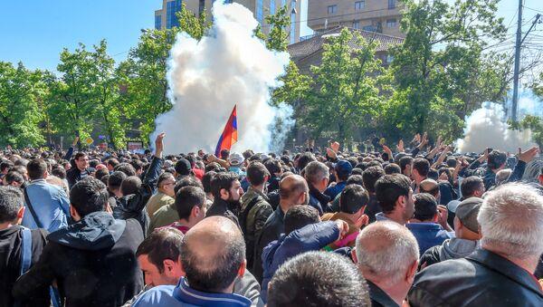 Անկարգություններ Բաղրամյան պողոտայում, Երևան, 16 ապրիլի - Sputnik Արմենիա