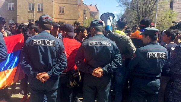 Активисты на улицах Гюмри (17 апреля 2018) - Sputnik Արմենիա