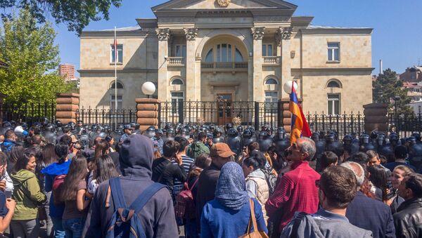 Здание резиденции Премьер-министра Армении (18 апреля 2018). Ереван - Sputnik Армения