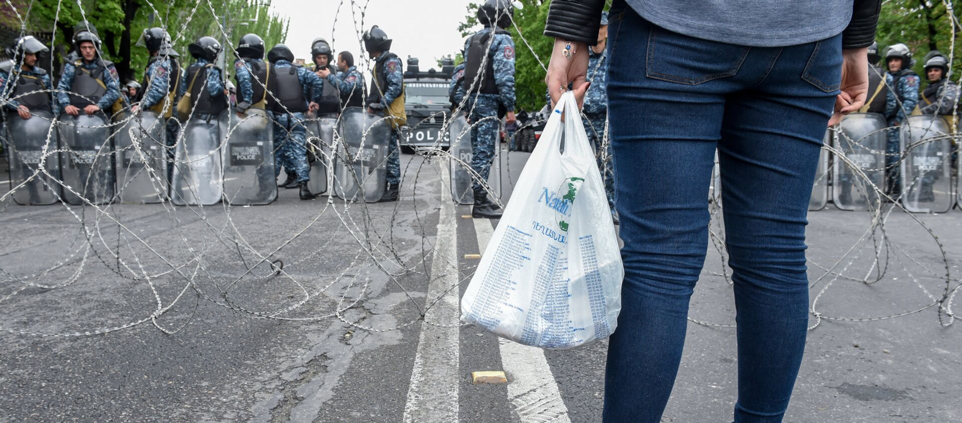 Полицейская баррикада на проспекте Баграмяна (21 апреля 2018). Ереван - Sputnik Արմենիա, 1920, 27.04.2021