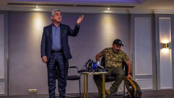 Встреча Премьер-министра РА Сержа Саргсяна и лидера оппозиционной фракции Елк Никола Пашиняна (22 апреля 2018). Гостиница Marriott Armenia, Ереван - Sputnik Армения