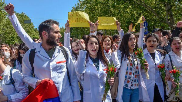 Студенты на площади Франции (23 апреля 2018). Ереван - Sputnik Армения