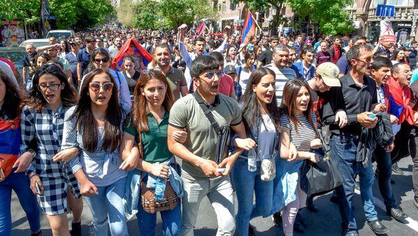 Шествие протестующих на улице Амиряна (25 апреля 2018). Еревaн - Sputnik Արմենիա
