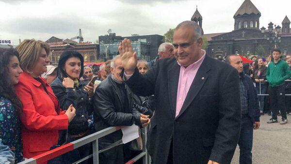 Раффи Ованисян на площади Вардананц (27 апреля 2018). Гюмри - Sputnik Արմենիա