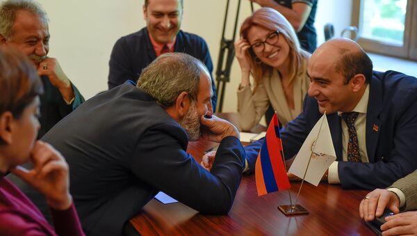 Депутаты оппозиционной фракции Елк в НС (30 апреля 2018). Еревaн - Sputnik Армения