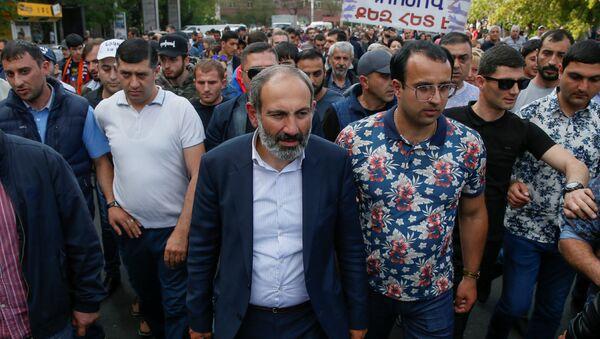 Лидер оппозиционной фракции Елк Никол Пашинян во главе шествия (30 апреля 2018). Еревaн - Sputnik Արմենիա