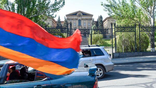 Здание Парламента Армении перед выборами Премьер-министра (1 мая 2018). Еревaн - Sputnik Армения