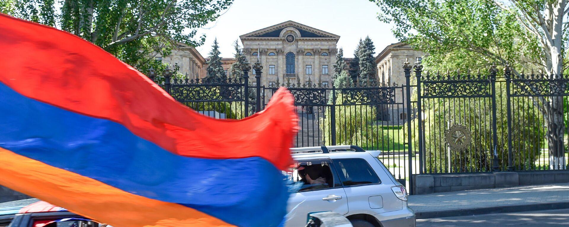 Здание Парламента Армении перед выборами Премьер-министра (1 мая 2018). Еревaн - Sputnik Армения, 1920, 20.06.2021