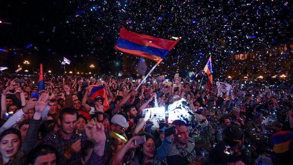 Площадь Республики после специального заседания парламента (1 мая 2018). Еревaн - Sputnik Армения