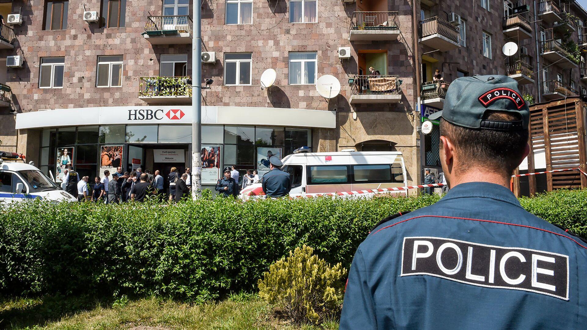Ситуация возле банка HSBC на проспекте Комитаса (3 мая 2018). Еревaн - Sputnik Армения, 1920, 18.09.2021