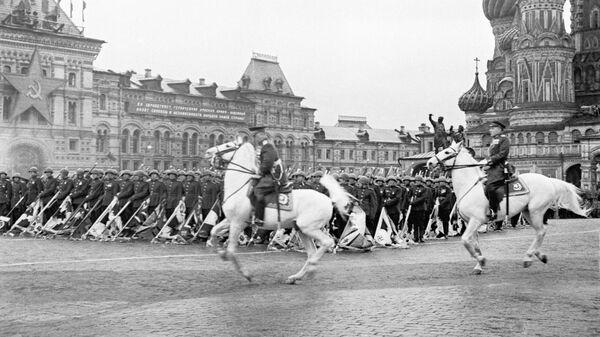 Парад на Красной площади в ознаменование победы СССР над Германией в Великой Отечественной войне (24 июня 1945). Москвa - Sputnik Արմենիա