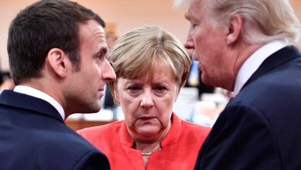 Президент Франции Эммануэль Макрон, канцлер Германии Ангела Меркель и президент США Дональд Трамп во время встречи G20 (7 июля 2017). Гамбург, Германия - Sputnik Армения